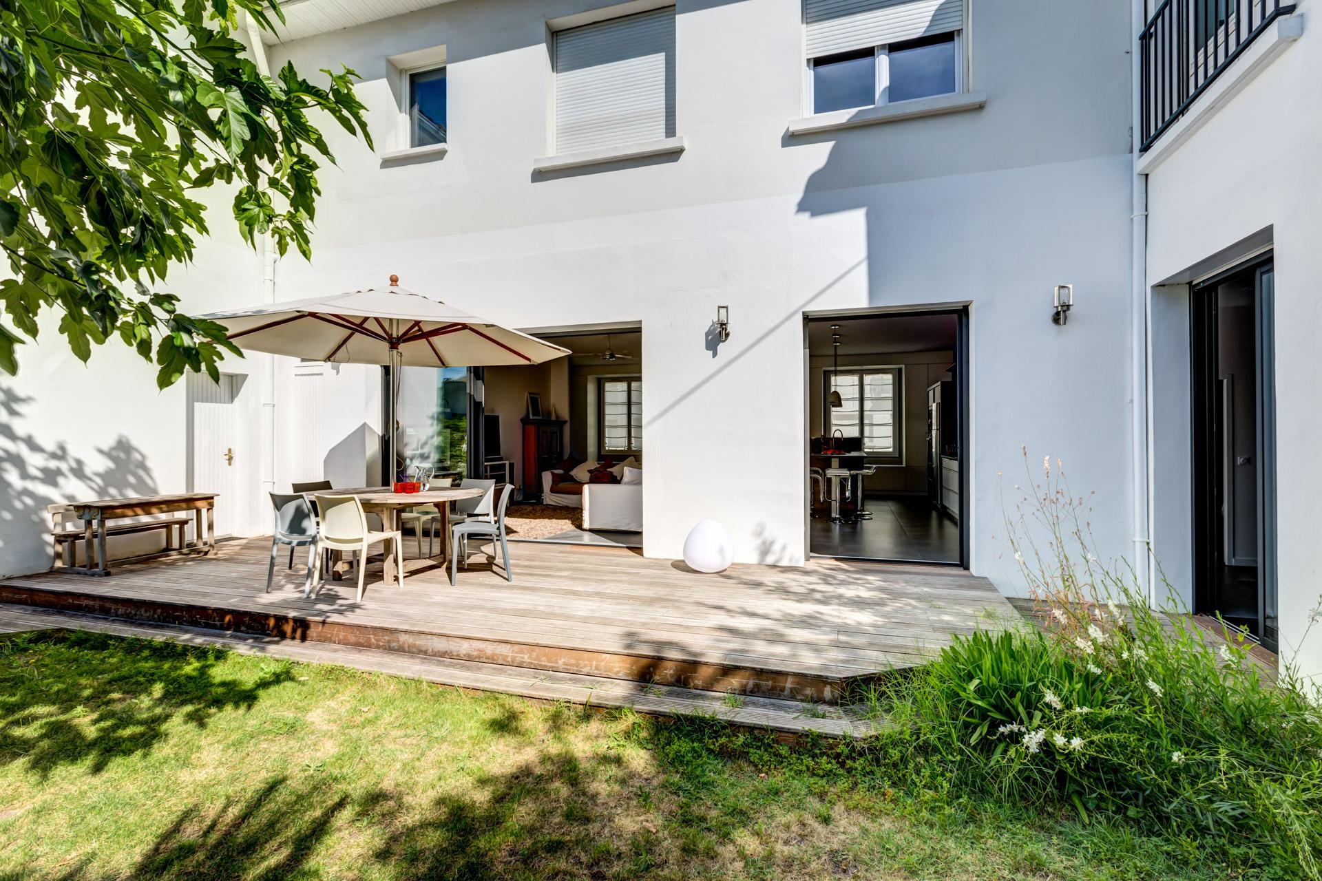 maison familiale de ville sur jardin expression architecture int rieur. Black Bedroom Furniture Sets. Home Design Ideas